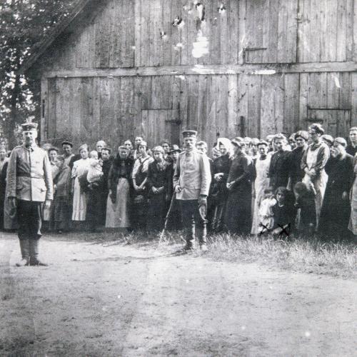 Foto's van Henriëtte Peeters (2 ans) en Thérèse Delfosse 26 ans) in gevangenschap (otages, région de Tirlemont, 1914)